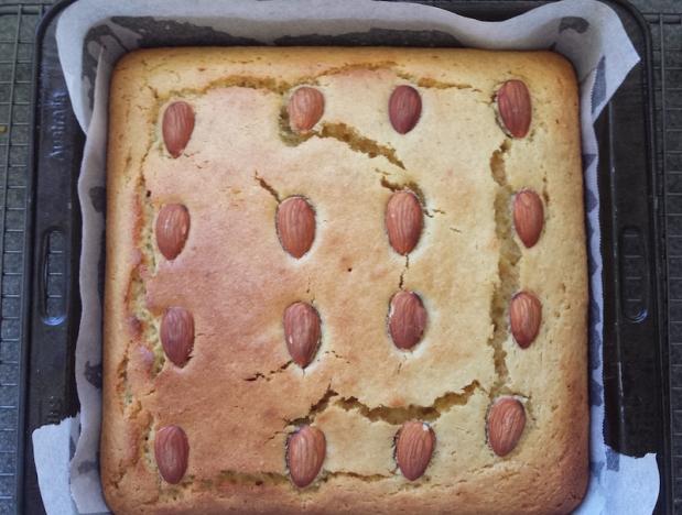 Turmeric cake – variations on atheme